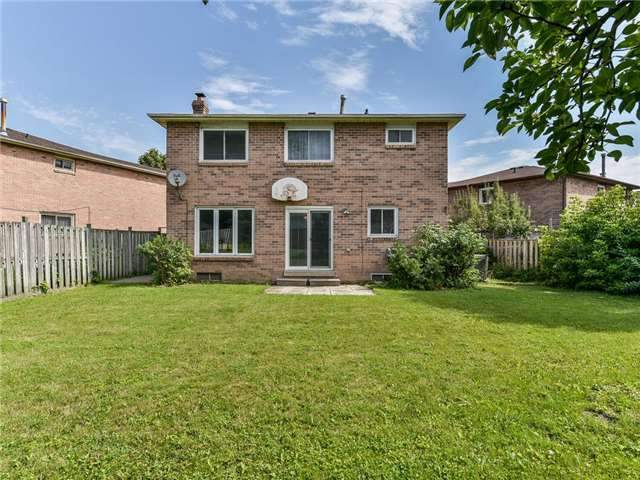 Detached at 29 Chadwick Dr, Ajax, Ontario. Image 4