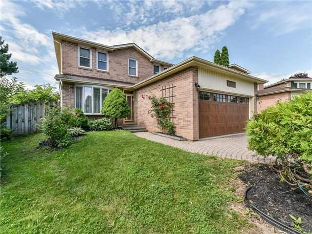 Detached at 29 Chadwick Dr, Ajax, Ontario. Image 5