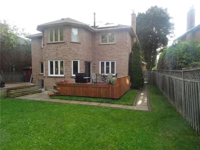 Detached at 19 William Stephenson Dr, Whitby, Ontario. Image 12