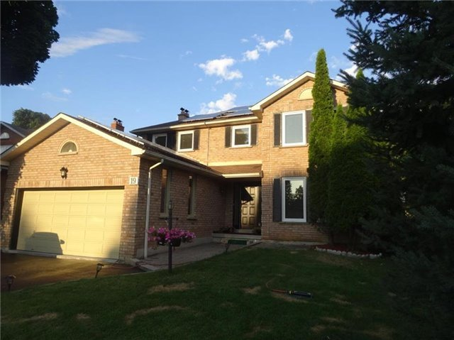 Detached at 19 William Stephenson Dr, Whitby, Ontario. Image 14