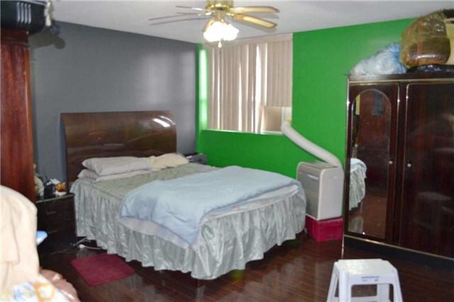 Condo Apartment at 20 Gilder Dr, Unit 207, Toronto, Ontario. Image 5