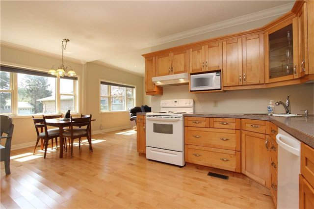 Detached at 32 Andrew St, Clarington, Ontario. Image 17