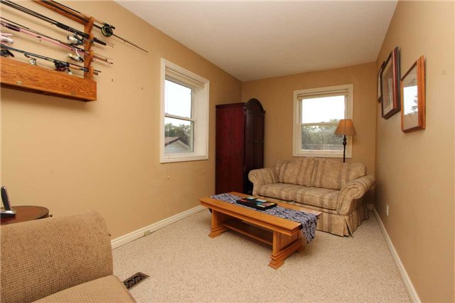 Detached at 32 Andrew St, Clarington, Ontario. Image 5