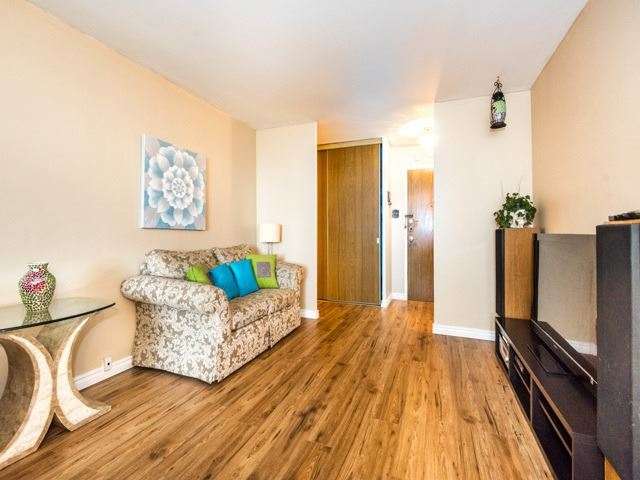 Condo Apartment at 3420 Eglinton Ave E, Unit 805, Toronto, Ontario. Image 2