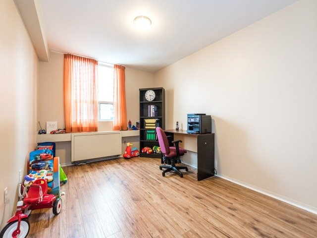 Condo Apartment at 3420 Eglinton Ave E, Unit 805, Toronto, Ontario. Image 4