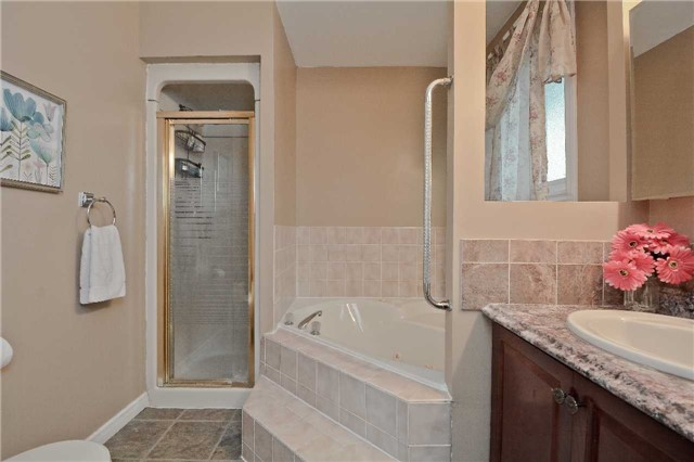 Detached at 87 Kingswood Dr, Clarington, Ontario. Image 3