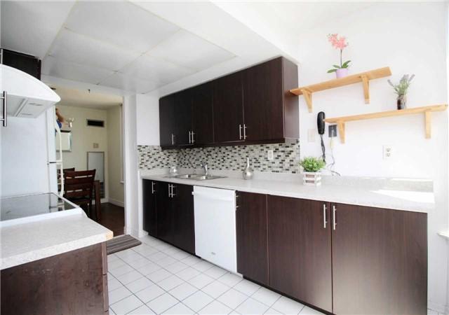 Condo Apartment at 330 Alton Towers Circ, Unit 909, Toronto, Ontario. Image 3