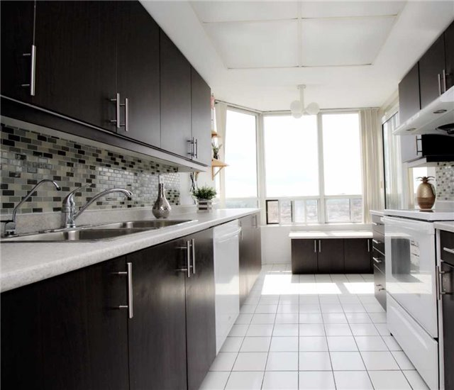 Condo Apartment at 330 Alton Towers Circ, Unit 909, Toronto, Ontario. Image 4