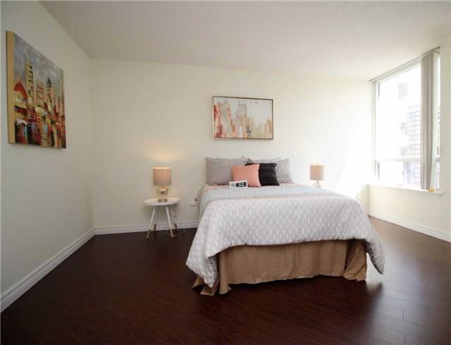 Condo Apartment at 330 Alton Towers Circ, Unit 909, Toronto, Ontario. Image 5