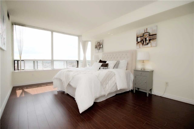 Condo Apartment at 330 Alton Towers Circ, Unit 909, Toronto, Ontario. Image 10