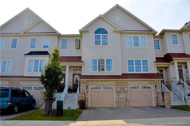 Townhouse at 18 Farmstead Dr, Clarington, Ontario. Image 1