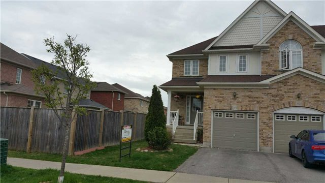 Townhouse at 150 Lady May Dr, Whitby, Ontario. Image 1