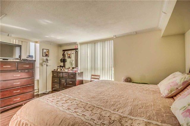 Condo Apartment at 330 Mccowan Rd, Unit 1412, Toronto, Ontario. Image 4