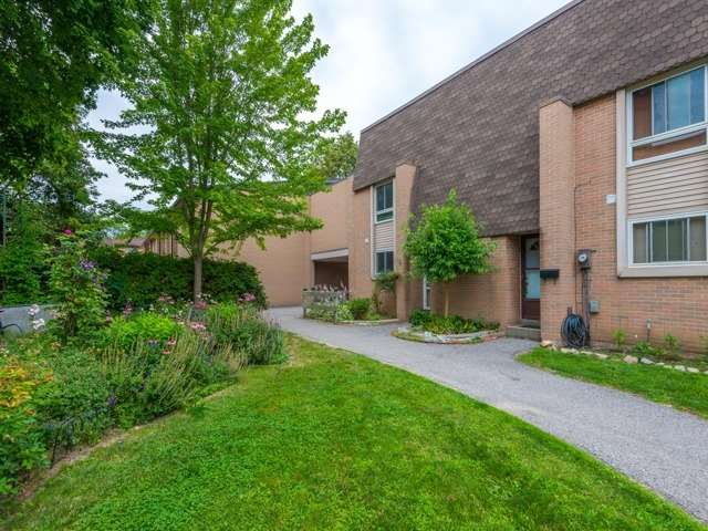 Condo Townhouse at 1235 Radom St, Unit 97, Pickering, Ontario. Image 1