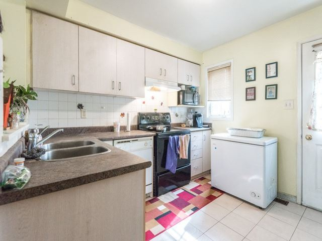 Condo Townhouse at 2 Hedge End Rd, Unit 110, Toronto, Ontario. Image 18