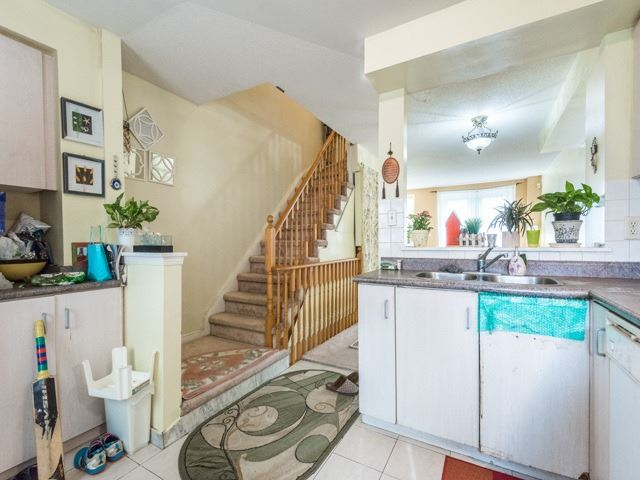 Condo Townhouse at 2 Hedge End Rd, Unit 110, Toronto, Ontario. Image 19