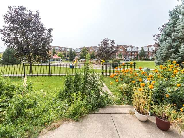 Condo Townhouse at 2 Hedge End Rd, Unit 110, Toronto, Ontario. Image 8