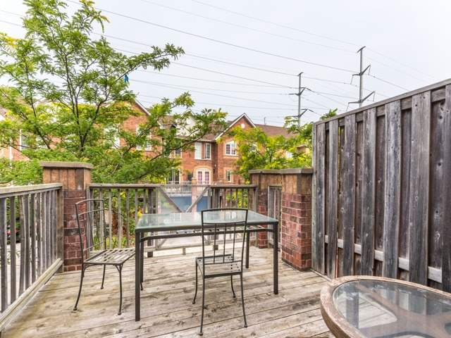 Condo Townhouse at 2 Hedge End Rd, Unit 110, Toronto, Ontario. Image 9