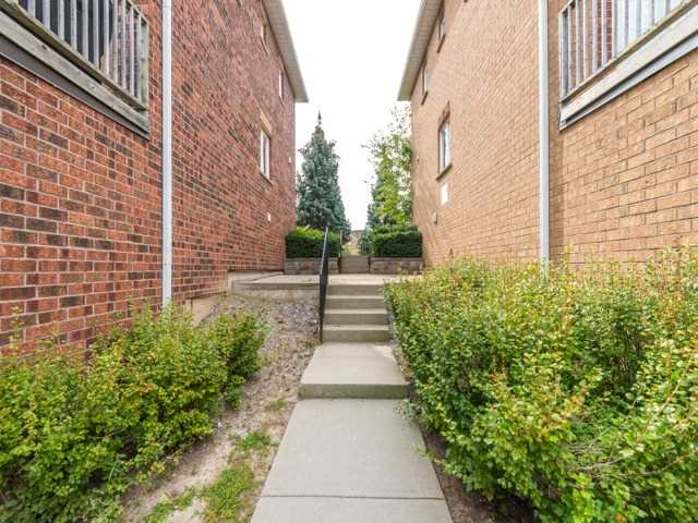 Condo Townhouse at 2 Hedge End Rd, Unit 110, Toronto, Ontario. Image 13