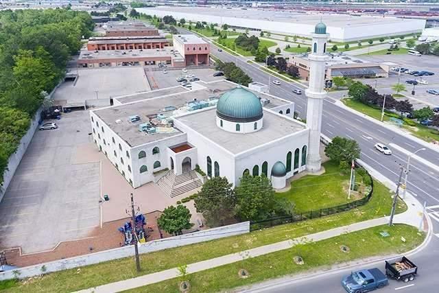 Townhouse at 11 Robbinstone Dr, Toronto, Ontario. Image 1