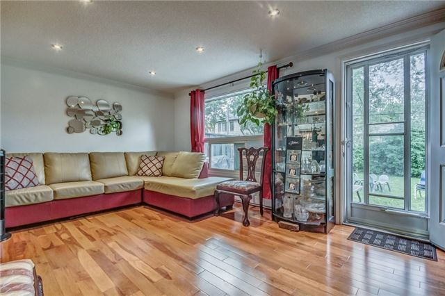 Condo Townhouse at 850 Huntingwood Dr, Unit 88, Toronto, Ontario. Image 17