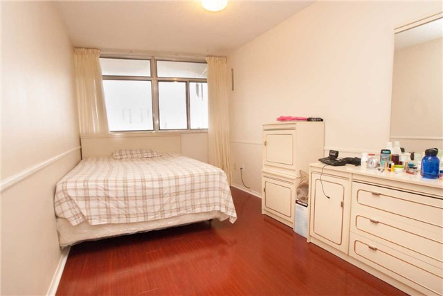 Condo Apartment at 3151 Bridletowne Circ, Unit 1403, Toronto, Ontario. Image 15