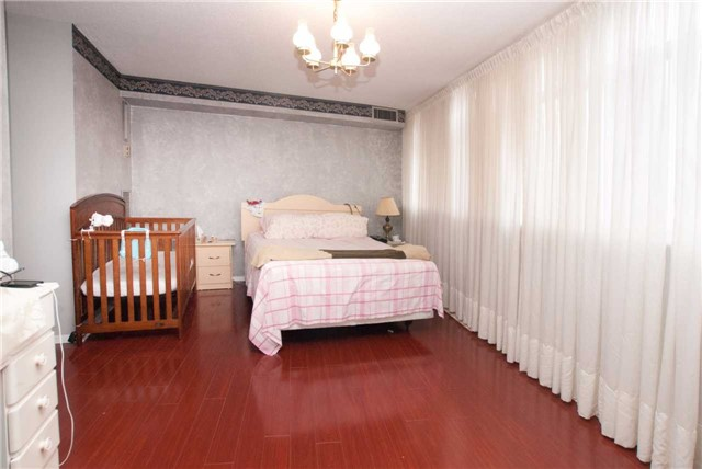 Condo Apartment at 3151 Bridletowne Circ, Unit 1403, Toronto, Ontario. Image 18