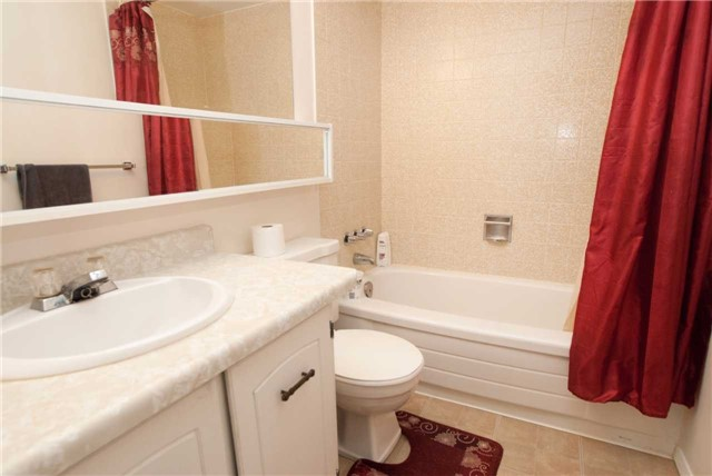 Condo Apartment at 3151 Bridletowne Circ, Unit 1403, Toronto, Ontario. Image 7