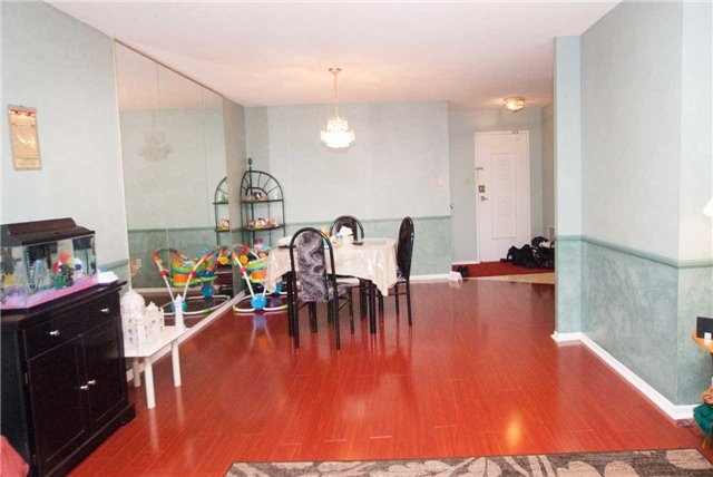 Condo Apartment at 3151 Bridletowne Circ, Unit 1403, Toronto, Ontario. Image 11