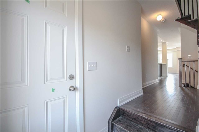 Townhouse at 16 Jerseyville Way, Whitby, Ontario. Image 13