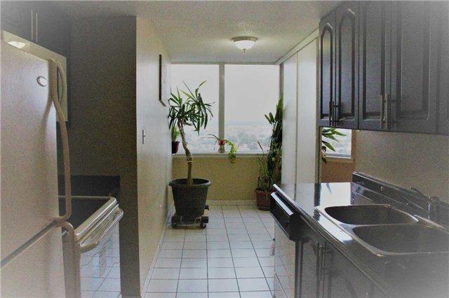 Condo Apartment at 80 Alton Towers Circ, Unit 2002, Toronto, Ontario. Image 14