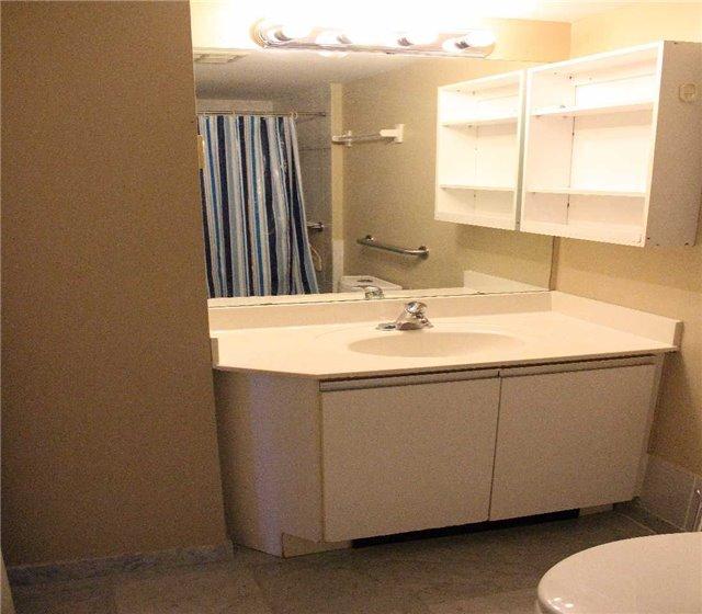 Condo Apartment at 80 Alton Towers Circ, Unit 2002, Toronto, Ontario. Image 10