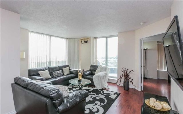 Condo Apartment at 430 Mclevin Ave, Unit 1811, Toronto, Ontario. Image 4