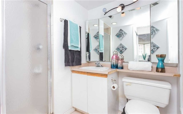 Condo Apartment at 430 Mclevin Ave, Unit 1811, Toronto, Ontario. Image 7