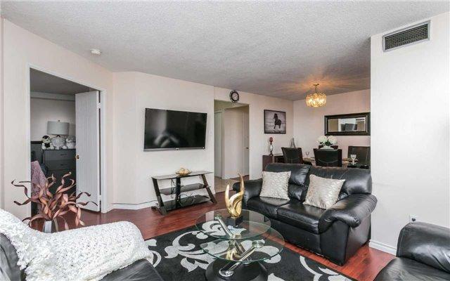 Condo Apartment at 430 Mclevin Ave, Unit 1811, Toronto, Ontario. Image 9