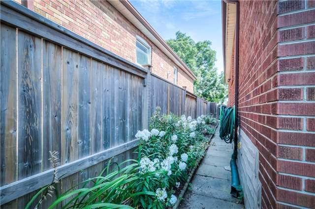 Detached at 29 Vauxhall Dr, Toronto, Ontario. Image 16
