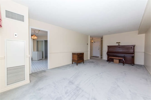 Condo Apartment at 360 Watson St W, Unit 1011, Whitby, Ontario. Image 16