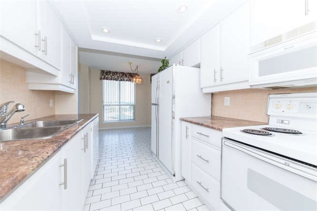 Condo Apartment at 360 Watson St W, Unit 1011, Whitby, Ontario. Image 18