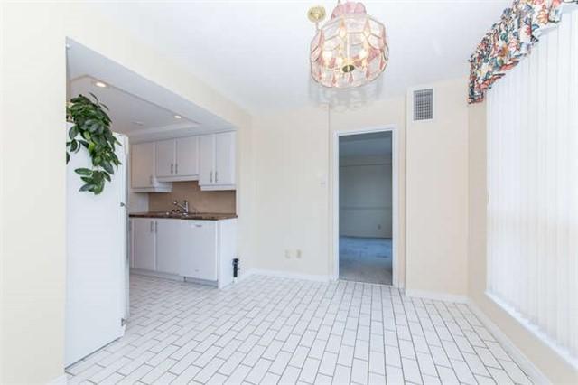 Condo Apartment at 360 Watson St W, Unit 1011, Whitby, Ontario. Image 2