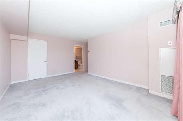 Condo Apartment at 360 Watson St W, Unit 1011, Whitby, Ontario. Image 3