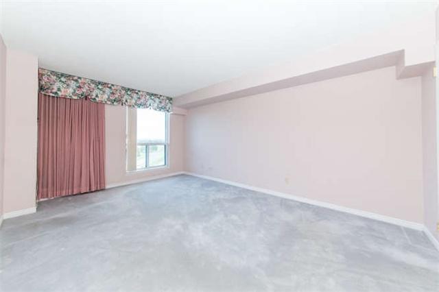 Condo Apartment at 360 Watson St W, Unit 1011, Whitby, Ontario. Image 4