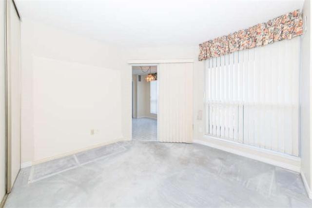 Condo Apartment at 360 Watson St W, Unit 1011, Whitby, Ontario. Image 5