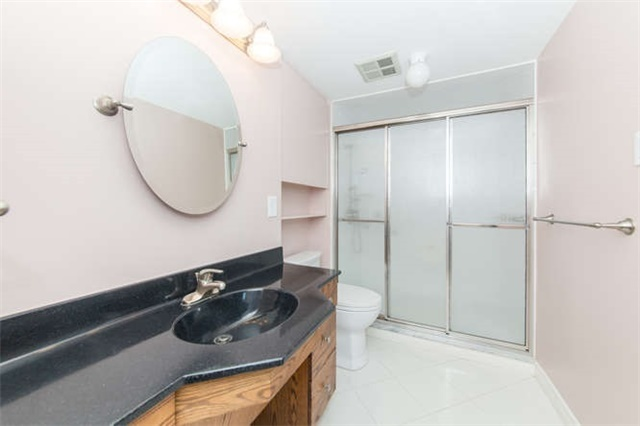 Condo Apartment at 360 Watson St W, Unit 1011, Whitby, Ontario. Image 6
