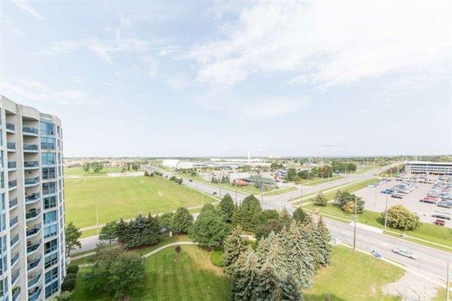 Condo Apartment at 360 Watson St W, Unit 1011, Whitby, Ontario. Image 8