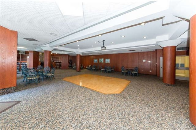 Condo Apartment at 360 Watson St W, Unit 1011, Whitby, Ontario. Image 11