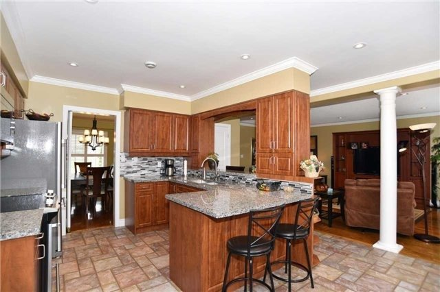 Detached at 15 Grist Mill Crt, Clarington, Ontario. Image 15