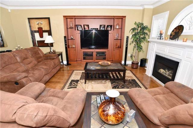 Detached at 15 Grist Mill Crt, Clarington, Ontario. Image 18