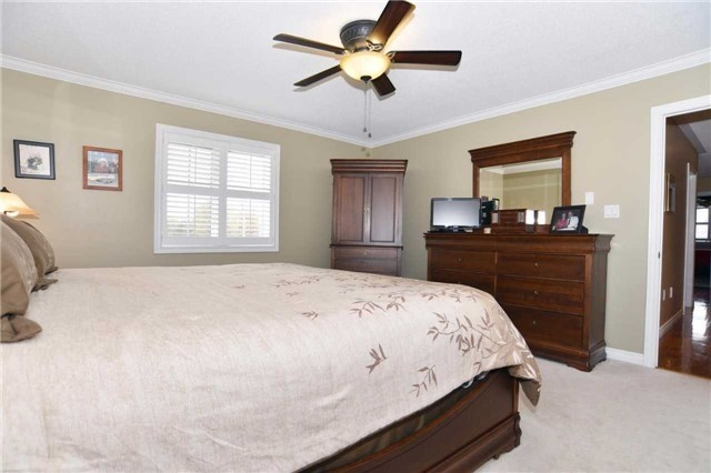 Detached at 15 Grist Mill Crt, Clarington, Ontario. Image 2