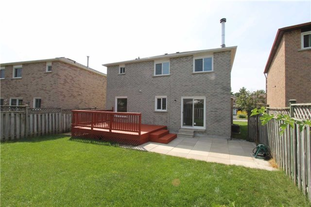 Detached at 2371 Strathmore Cres, Pickering, Ontario. Image 11