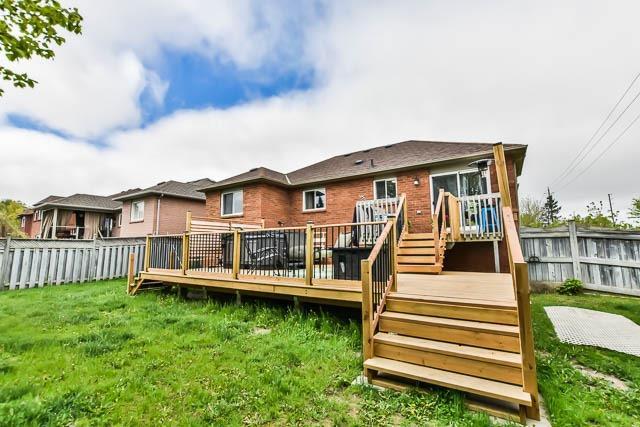 Detached at 2023 Valewood Crt, Oshawa, Ontario. Image 13